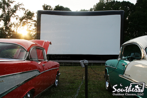 Southern Outdoor Cinema: Drive-in movie shown on huge inflatabe movie screen